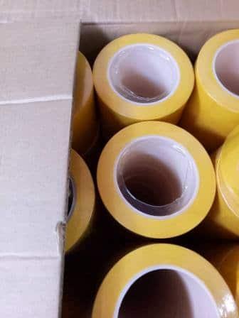 Đóng thùng hàng băng dính lõi nhựa dán sàn